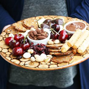 Serve a DESSERT CHARCUTERIE platter at your next party! Get tips for doing it on a budget.