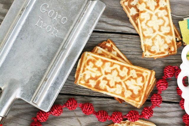 A goro iron: Learn how to make traditional Norwegian goro cookies!
