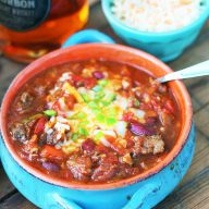 Smoky whiskey chili: This chili has it all - smokiness, spice, sweetness, and that whiskey undertone. Click through for recipe!