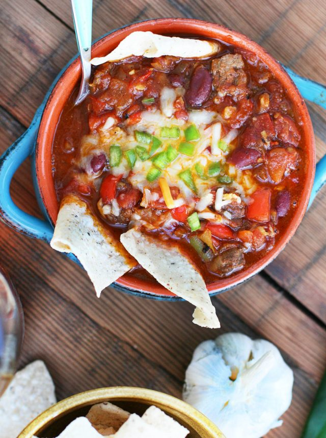 Smoky whiskey chili: This chili has MAJOR flavor and depth. Click through for recipe!