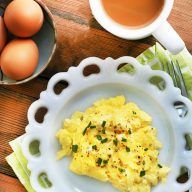 The best basic scrambled eggs: How to make perfect scrambled eggs every time. Click through for recipe!