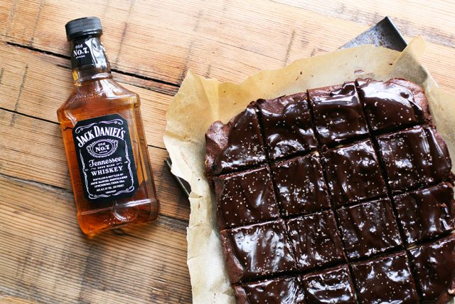 Dark chocolate whiskey brownies: Deep flavor - brownies with a kick! Click through for recipe.