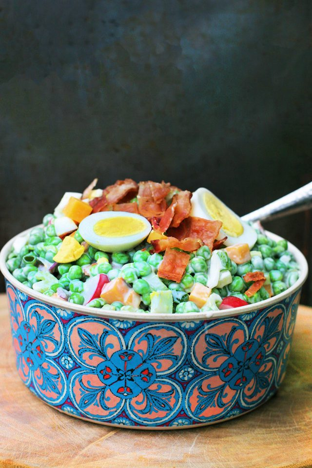 Kitchen sink pea salad: This pea salad has ALL the good stuff. Click through for recipe!