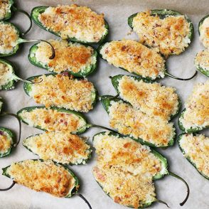 Baked jalapeno poppers with bacon: The easy recipe that will impress your party guests!