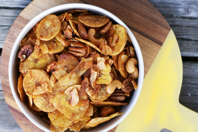 A paleo-friendly substitue to Chex Mix! Click through for recipe.
