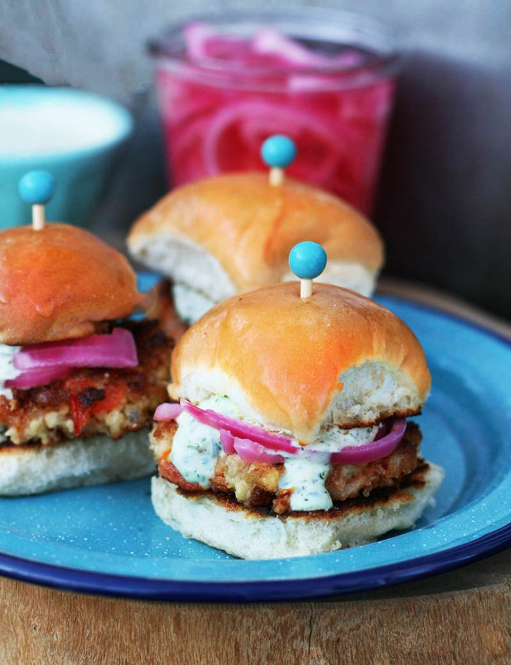 Spicy honey cauliflower sliders: These vegetarian sandwiches are bursting with flavor! Click through for recipe.