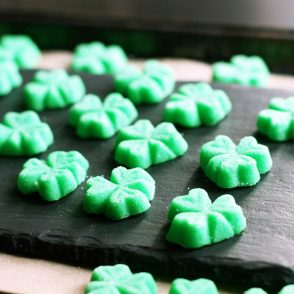 Shamrock mints: Perfect for St. Patrick's Day! Click through for instructions.
