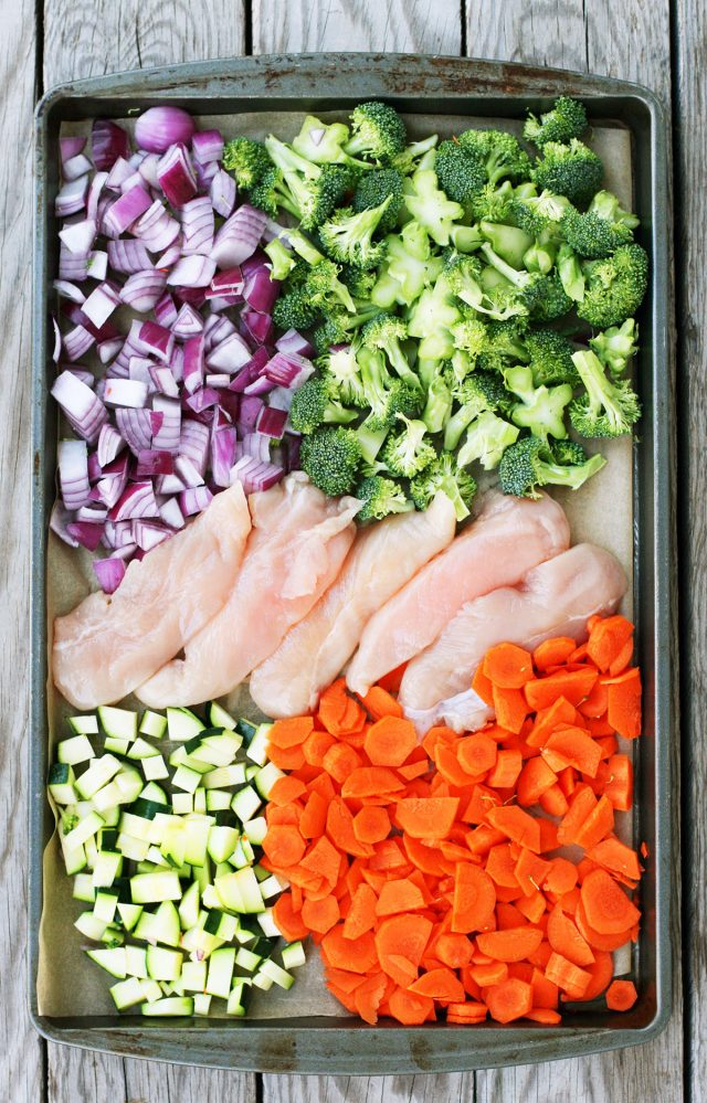 Sheet pan orange chicken: One pan, low mess, delicious Chinese takeout food! Click through for recipe.