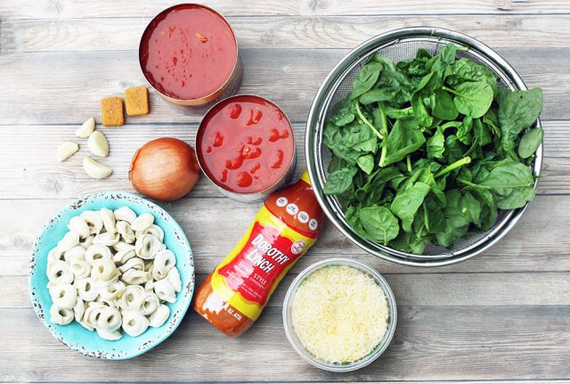 How to make spinach tomato tortellini soup! Click through for recipe.