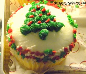 Christmas snacks, Christmas cupcake, Disney Christmas, Disney food photo, Disney at Christmas