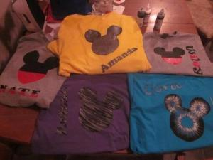 paint a Mickey Mouse shirt, how to paint a Mickey Mouse shirt, how to paint a Disney shirt, how to paint your own shirt