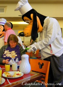 Chef Goofy, character meal, Goofy, Chef Mickeys, Disney characters sign autographs, meeting Disney Characters