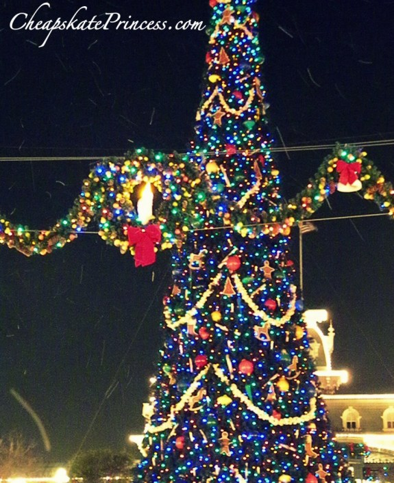 snow on main street, fake snow, fake christmas, does it snow at Disney World, does it snow in Florida, Christmas snow on Main Street, Christmas snow at Disney World