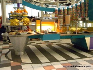 how much should I tip at a Disney restaurant, tipping guide at Disney restaurant, how much do I tip at Disney, Disney buffet tipping guide, do I tip at a Disney buffet?,