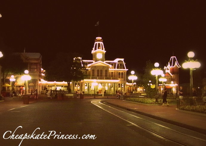 Why rent a house for a Disney vacation, rent a Disney vacation home, Main Street U.S.A at the Magic Kingdom, Disney World, Disney Moms