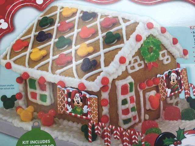 mickey-and-minnie-gingerbread-house
