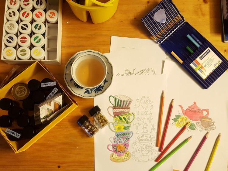 art therapy relaxation draw happy place