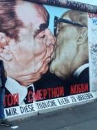 חומת ברלין נשיקה