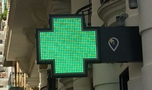Green Farmacia signs make them easy to find