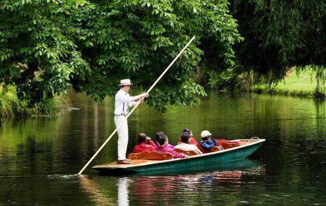 Punting Along River Avon - Things To Do In Christchurch