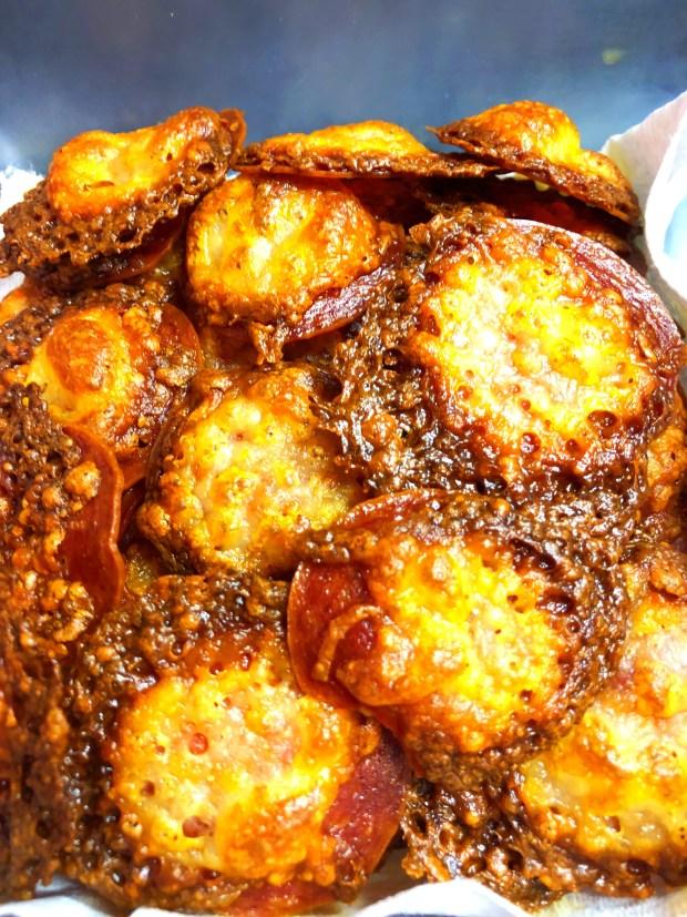 cheeryandcharming_keto_diet_pepperoni_pizza_crisp_1