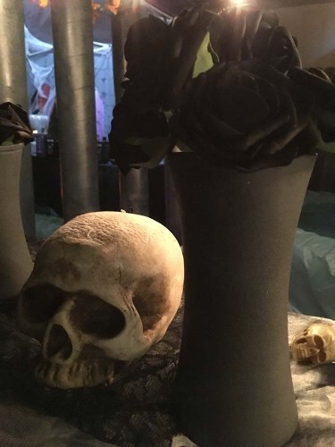 skull and vase - halloween decorations