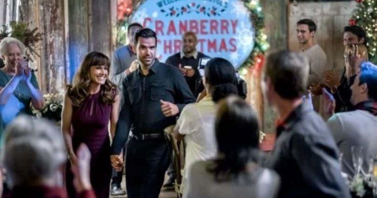 'Cranberry Christmas': conoce a Nikki DeLoach, Benjamin Ayres y el resto del elenco del drama romántico de Hallmark
