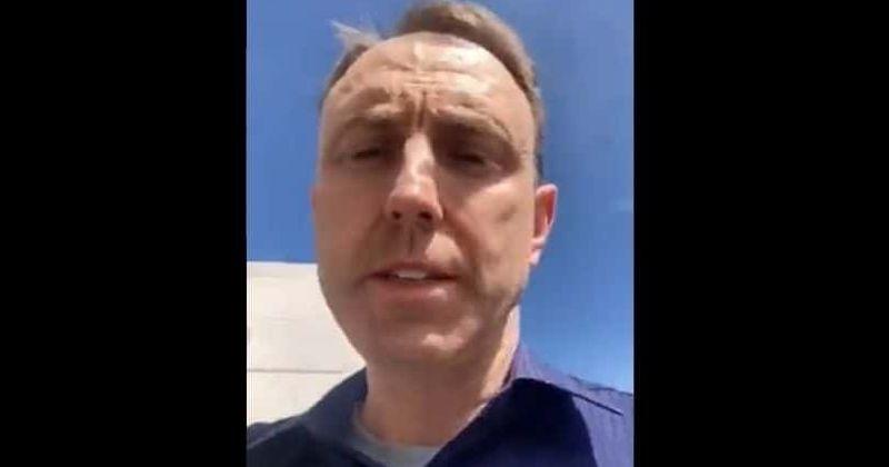 Christopher Rake: médico anti-vax de UCLA escoltado del trabajo por rechazar la vacuna Covid