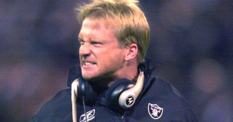 El manager de los Raiders, Jon Gruden, renuncia luego de exponer sus correos electrónicos misóginos y homofóbicos
