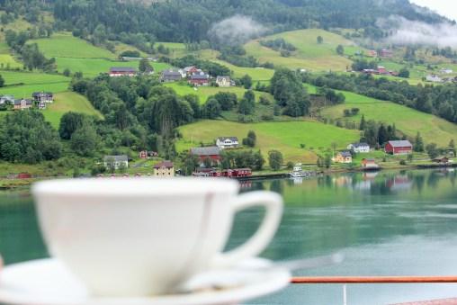 Morgenkaffee mit Fjordblick