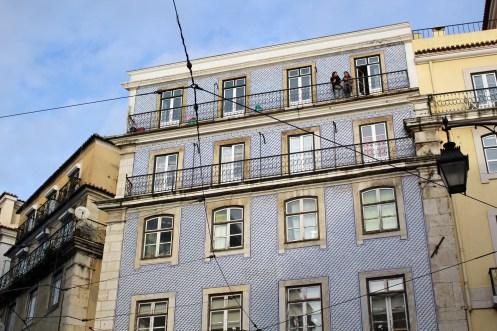 Tolles Mosaik aus vielen kleinen Fliesen sind an vielen Häuserfronten zu sehen