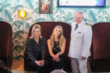 Starbesetzung an Bord: Wybcke Meier, CEO von TUI Cruises, Carolin Niemczyk von Glasperlenspiel und Taufpatin, Kapitän Kjell Holm