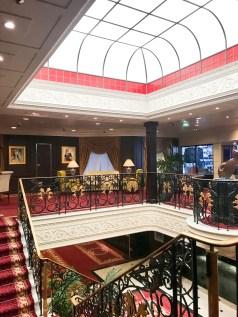 Atrium an Bord der MS Sirena von Oceania Cruises (38)
