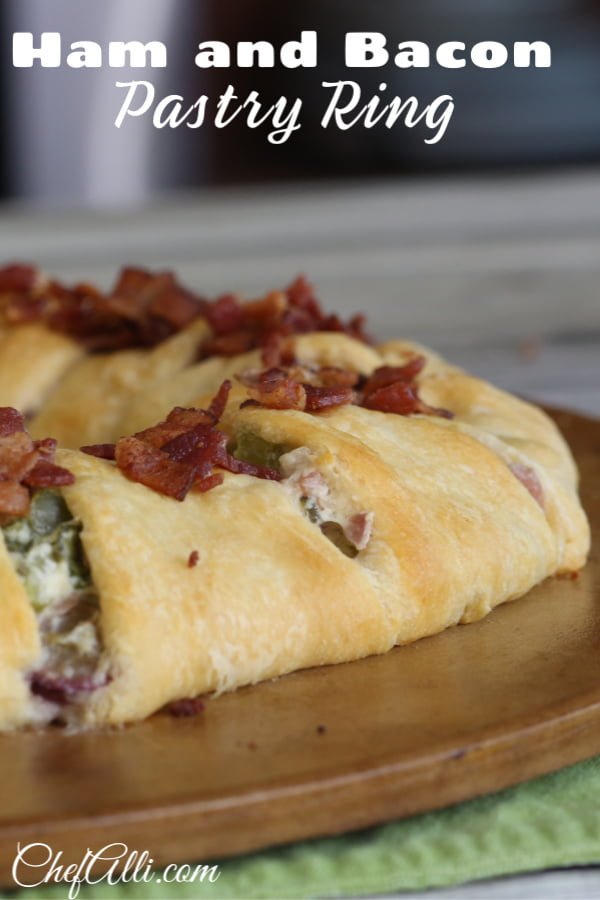 Here's a masterpiece for your next brunch: Ham and Bacon Pastry Ring.  I love this recipe because it looks fancy-schmancy when you serve it to your guests, but in reality it's pretty dang easy to whip up, and it's loaded with ham and  bacon....perfection! #ham #bacon #brunch #pastry #crescentrolls