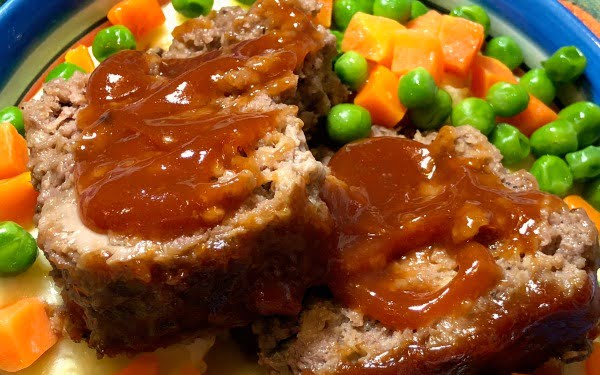 We're all familiar with the classic comfort food of meatloaf and mashed potatoes, and that's why your family is going to love One-Pot Meatloaf and Mashed Potatoes Supreme. All you need is ONE BITE and you'll be hooked! And if you've got any leftovers, be sureto make a grilled meatloaf sandwich for lunch the next day. #MeatLoaf #InstantPot #OnePotMeals