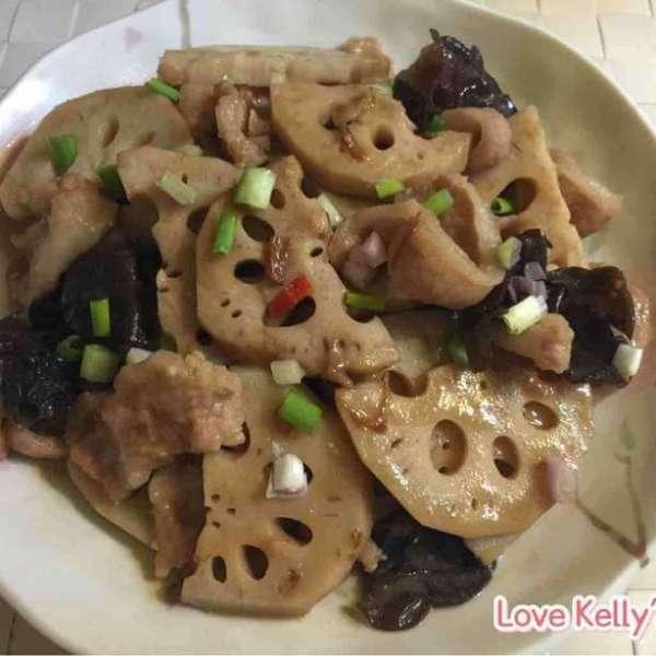 XO醬炒豬頸肉雲耳蓮藕片
