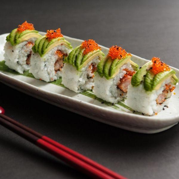 《青龍卷》牛油果炸蝦壽司卷
