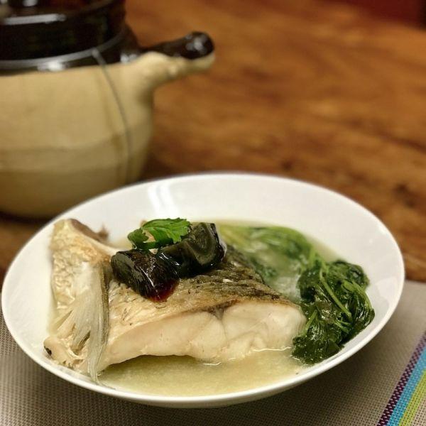 芫茜皮蛋鯇魚湯
