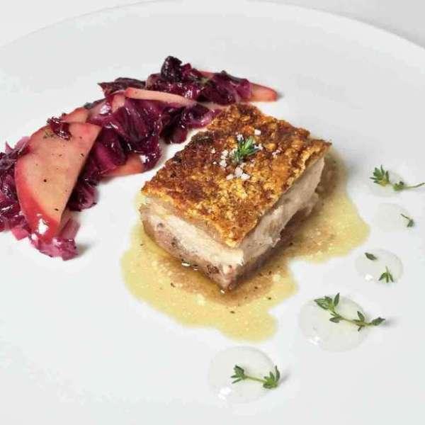 烤豬腩肉配紫椰菜和蘋果啫喱