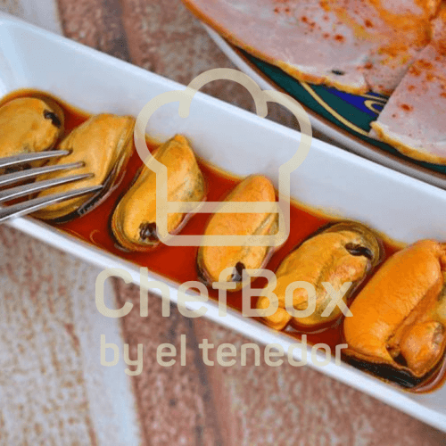 Mussels in bay and vinegar sauce.