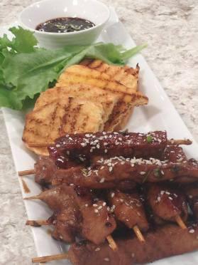 Pinchitos de cerdo con teriyaki de piña