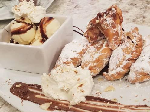 Empanadillas rellenas guineo, Nutella y almendras (VIDEO)