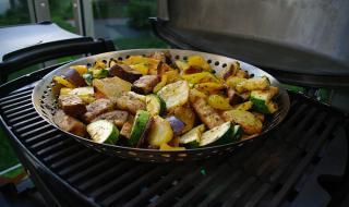 gegrilltes Gemüse in der Grillpfanne