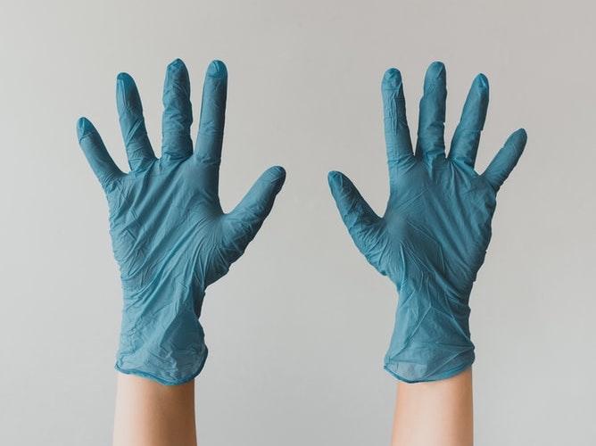 Nous respectons des règles et mesures sanitaires strictes lors de nos visites de laboratoires
