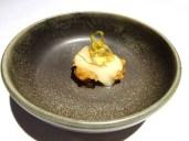 restaurante-lua-a-madrid-in-spagna-cococha-de-merluza-en-tempura-con-pil-pil-de-lima-sopa-de-cebolla-quemada-y-alcachofafa-frita-foto-di-giorgio-dracopulos-critico-gastronomico