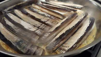 Steamed razor clams
