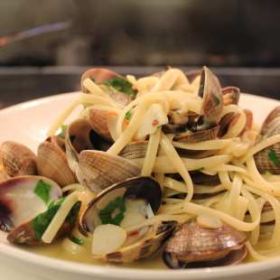 Linguine with Clams, Garlic, Parsley and Red Chillies