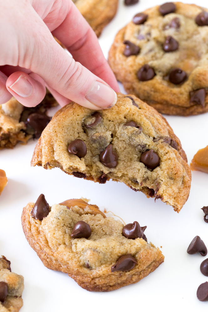Caramel Chocolate Chip Cookies | chefsavvy.com