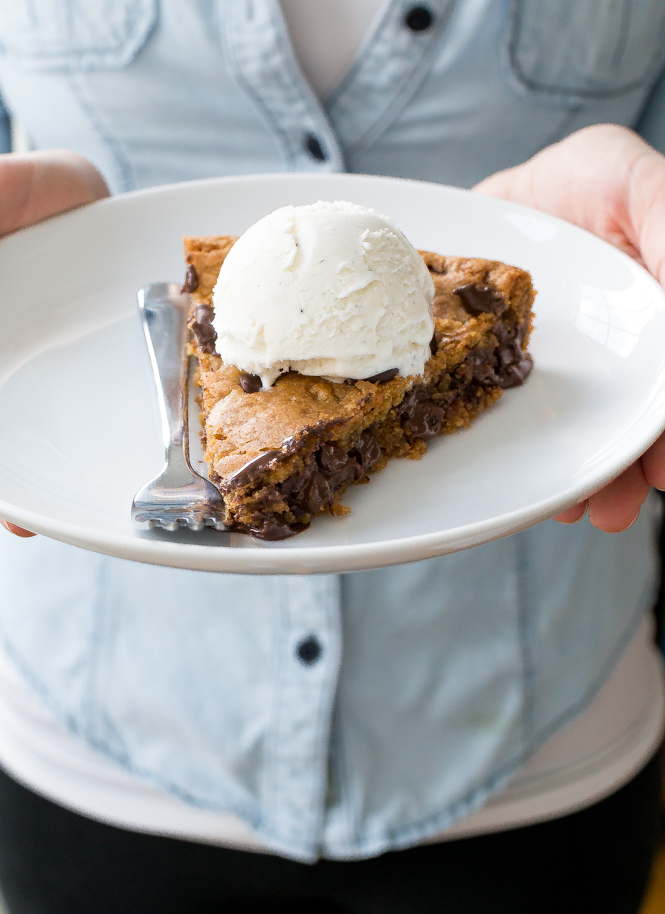 amazing-chocolate-chip-cookie-skillet