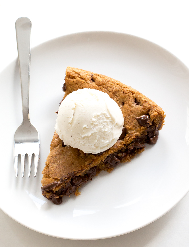 best-chocolate-chip-cookie-skillet